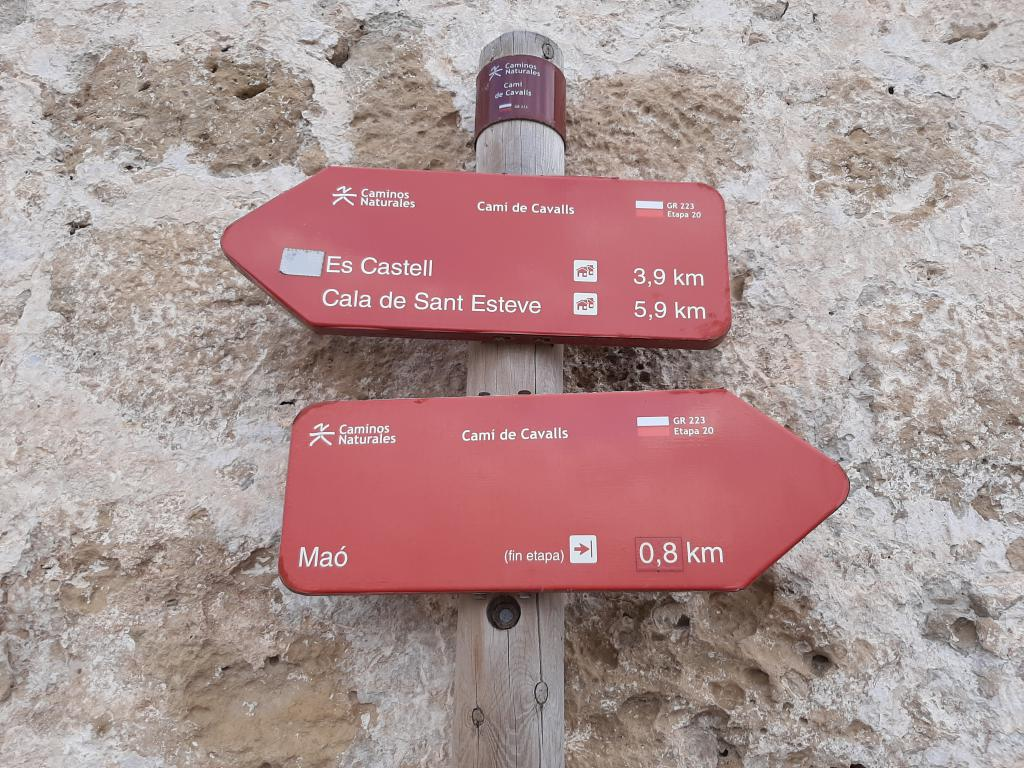 Cami de Cavalls in Menorca shows the signs of cavalls to walk with WAW Travel